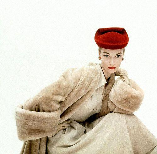 Janet Randy in Cristóbal Balenciaga, November 1951