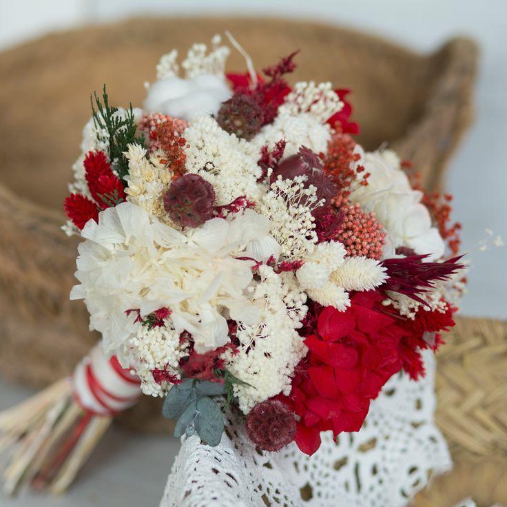 ADELAINE. Ramo de novia preservado realizado en tonos rojos y blancos  #Ramo de novia #preservado  #tonosrojosyblancos