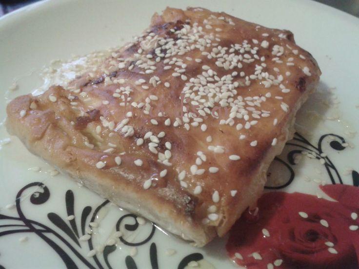 lixoudis(λιχουδης): lixoudis.gr//Φέτα τυλιχτή σε φυλλο με σάλτσα μελιο...
