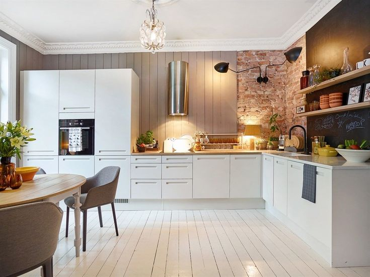 Nordvik & Partners har gleden av å presentere Frognerveien 44 G. En svært sjarmerende, gjennomgående og arealeffektiv 3- roms leilighet beliggende i 2. etasje med en skjermet balkong som vender mot en rolig bakgård. Boligen har en svært god planløsning og tilbyr adskilt, moderne og klassisk kjøkken med spisebord og en romslig stue med god plass til sofagruppe, tv-benk, ildsted og hylleplass. Vi...