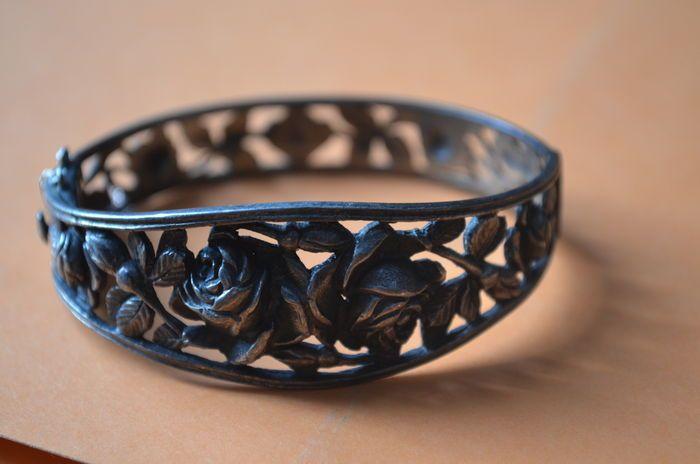 Online veilinghuis Catawiki: Art Nouveau - Zilveren armband gedecoreerd met rozen