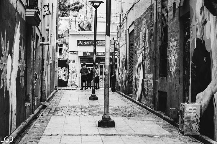 Valparaíso Chile, en la ruta de Larraín con Fototrekking. Pasaje entre calles B&N.
