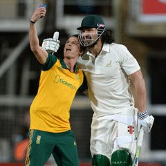 11 Nov. 2016 - The Proteas are set to tackle the Springboks in a T20 cricket match at Newlands next month.