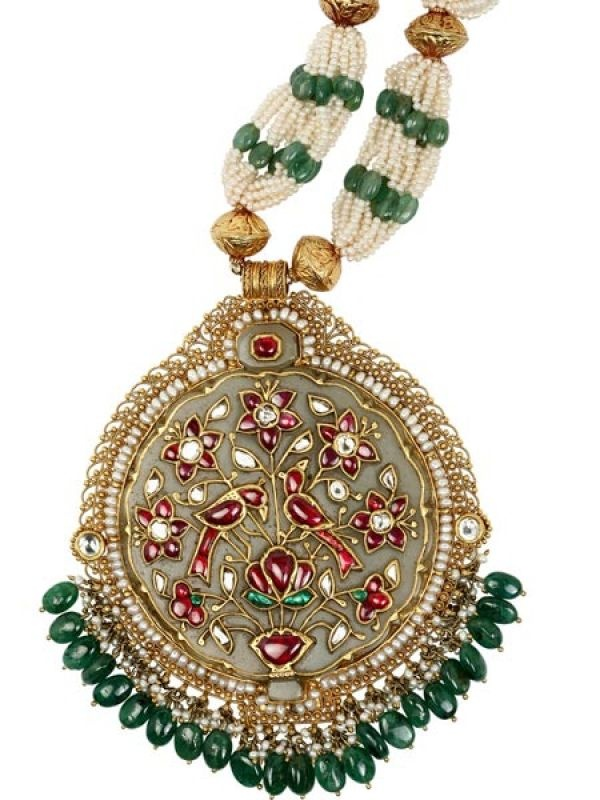 Heading to a big fat desi wedding? Give your outfit an instant upgrade with this jade and pearl pendant