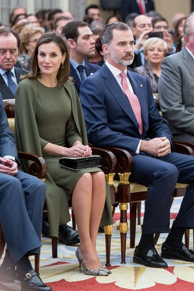 Queen Letizia of Spain Photos - King Felipe VI of Spain (R) and Queen Letizia of Spain (L) attend the National Sports Awards ceremony at El Pardo Palace on February 19, 2018 in Madrid, Spain. - Spanish Royals Attend The National Sports Awards Ceremony