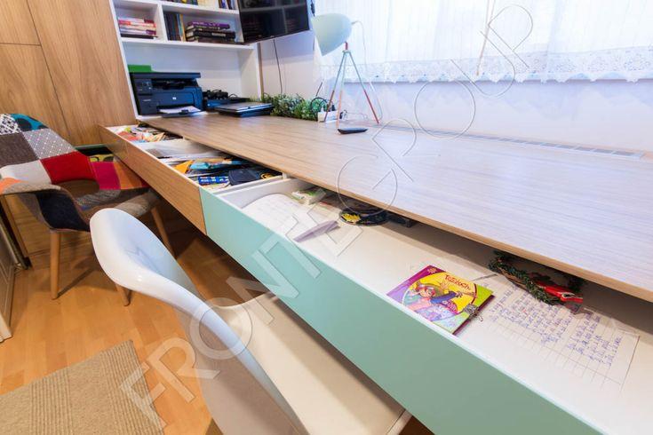 Amenajarea camerei unui adolescent este o adevărată provocare, pentru ca trebuie să faci în așa fel ca aici să încapă un univers întreg care cuprinde de la jocuri, cărți, biroul pentru teme și calculator, spații de depozitare pentru haine, role,…