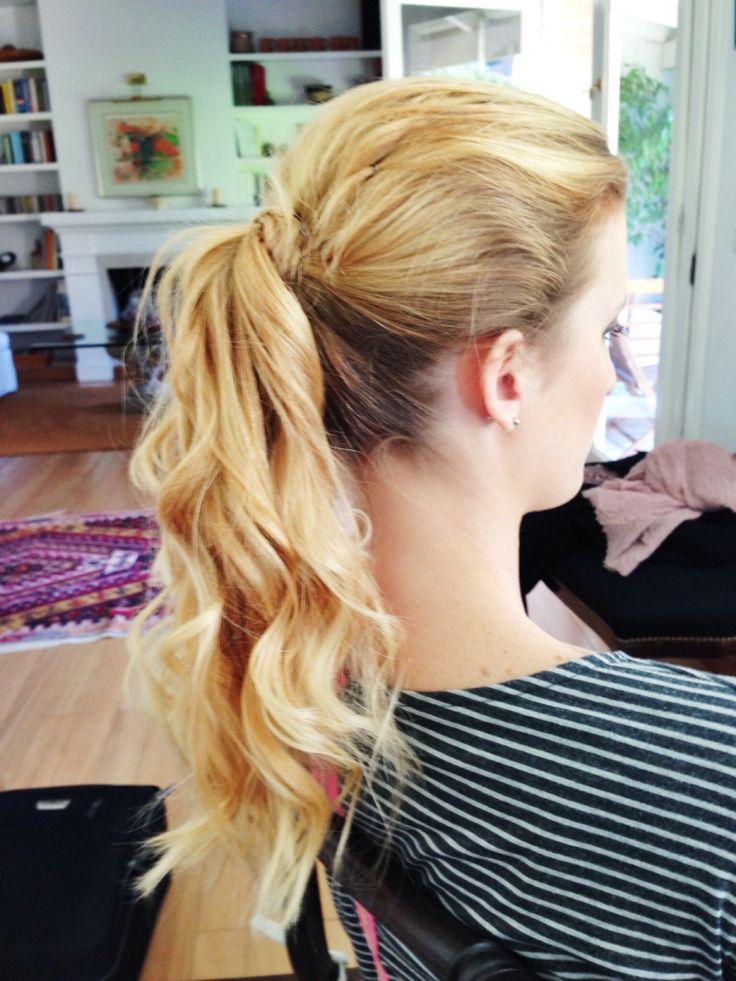 Peinado: colita con ondas , bien descontracturada y canchera