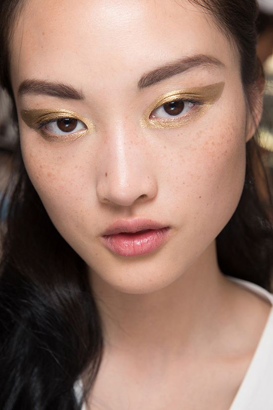 Runway Beauty: Cat Eyes at Dior Fall 2016 Couture - Makeup For Life