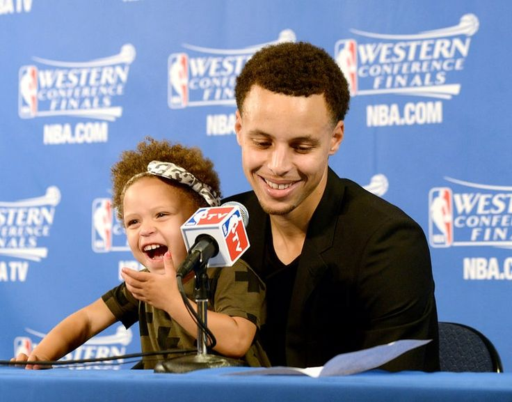 NBA superstar Stephen Curry\u0027s 2-year-old daughter Riley stole the show  during her