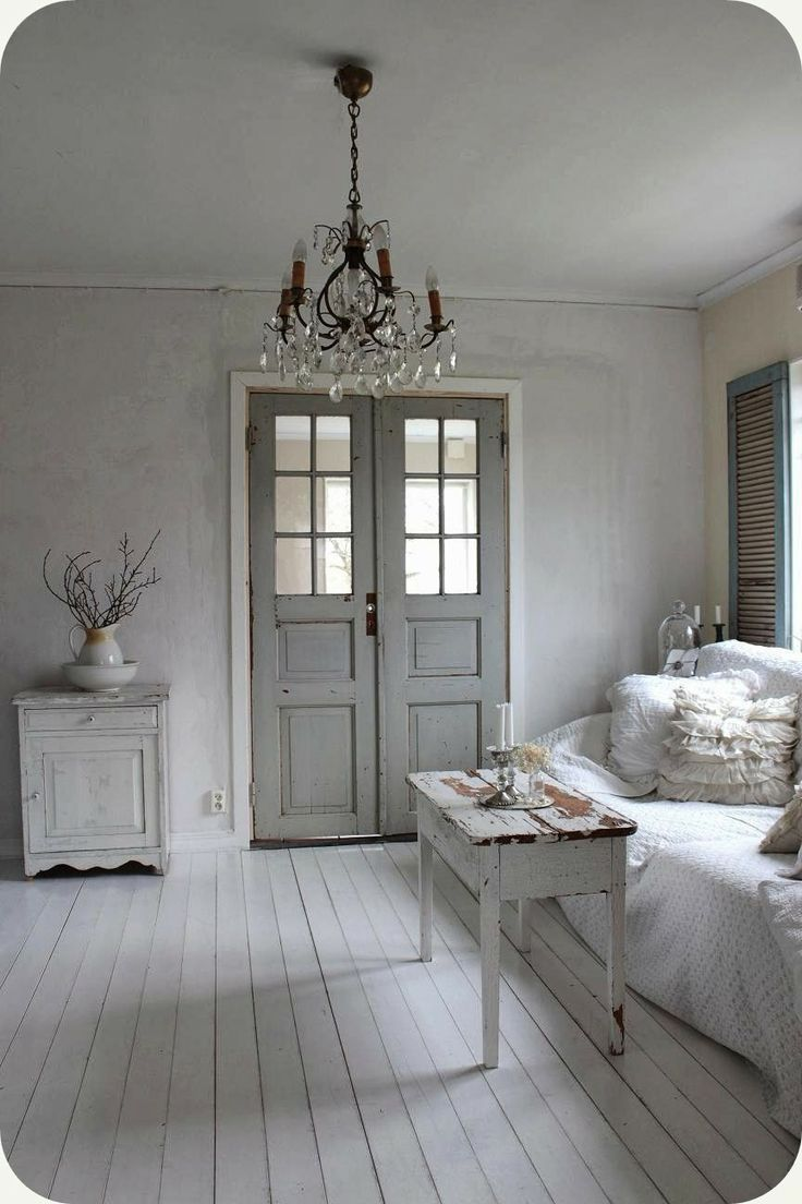 Wonderful Shabby Space White Grey Chandelier And Old