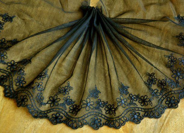 Koronka Kwiatki Haft Na Tiulu Szer 18 Cm 1 Mb 7453367021 Oficjalne Archiwum Allegro Holiday Decor Decor Christmas Tree Skirt