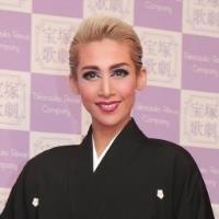 月組トップスター・龍真咲サヨナラ公演、東京公演千秋楽 (スポーツ報知) - Yahoo!ニュース