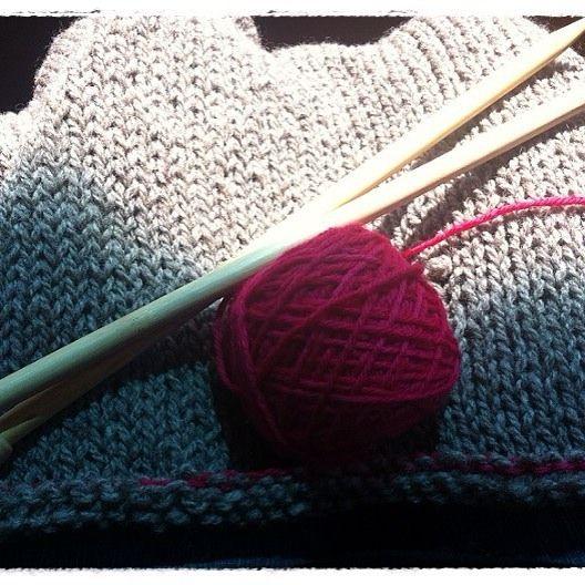 Casi terminando  #tejeresmisuperpoder #tejer #dosagujas #lana #wool #knittingaddict #knitting #palillos #puntilla #handmade #amotejer