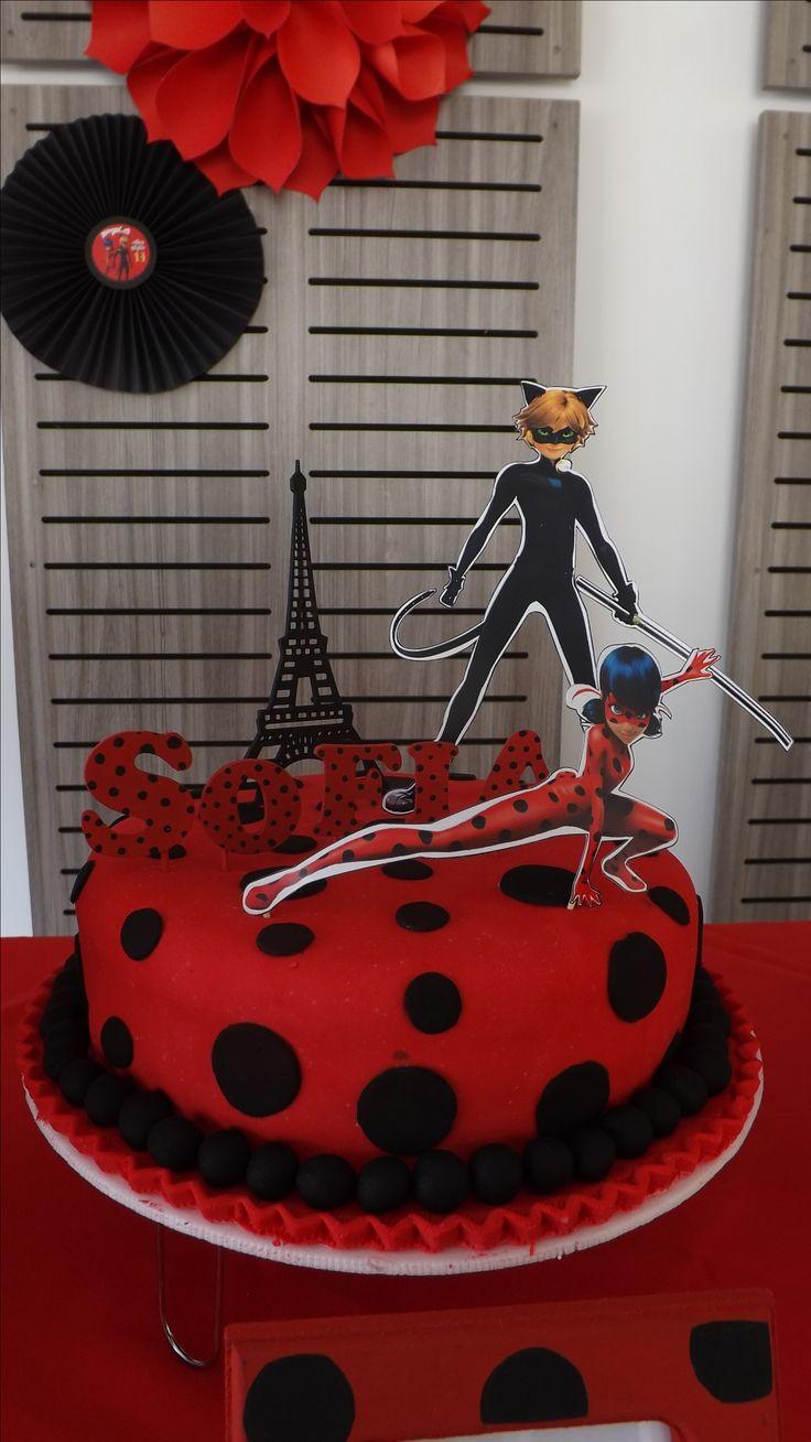 Pastel temático, con colores y figuras de Cat Noir yLadyBug