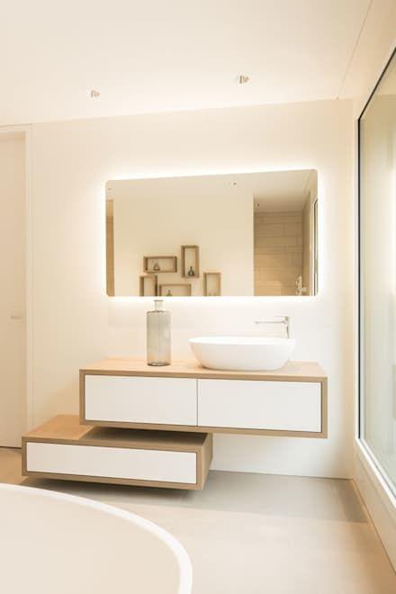 Neubau Attika-Wohnung Lyss: moderne Badezimmer von objekt 13 Innenarchitektur