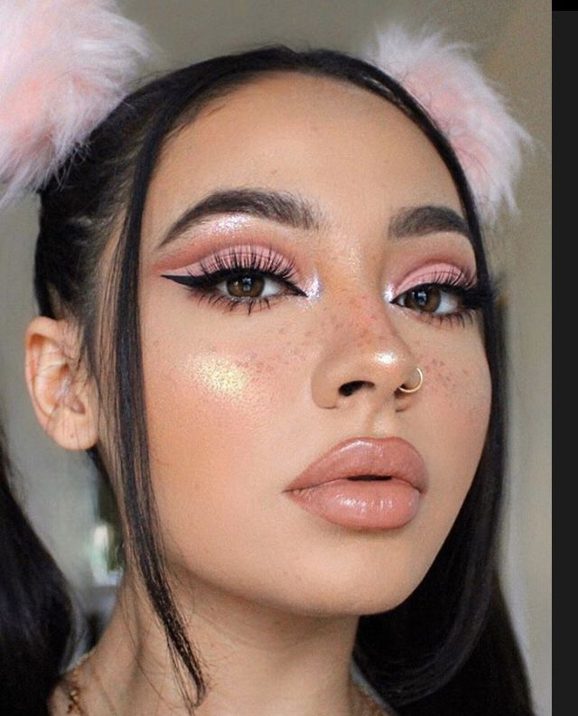 Pin By Darlynfiona On Eye Makeup In 2020 Creative Makeup Looks Pink Makeup Cute Makeup Looks