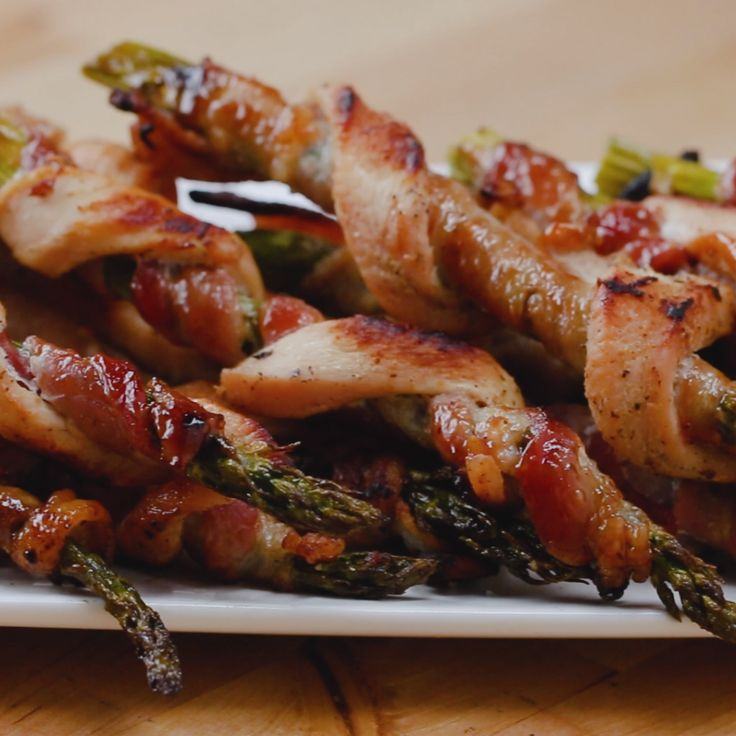 Chicken Bacon Asparagus Twists // #chicken #vegetables #bacon #dinner #appetizer #tasty