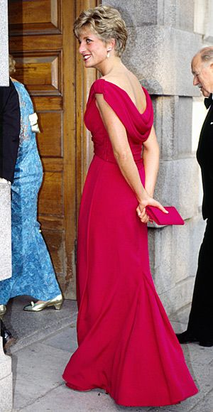 1991  She looked radiant at a London Kire Te Kanawa concert in a raspberry-hued Victor Edelstein gown.