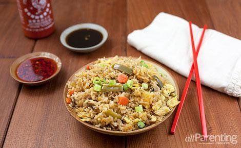 Plantaardige gebakken rijst met zelfgemaakte teriyakisaus