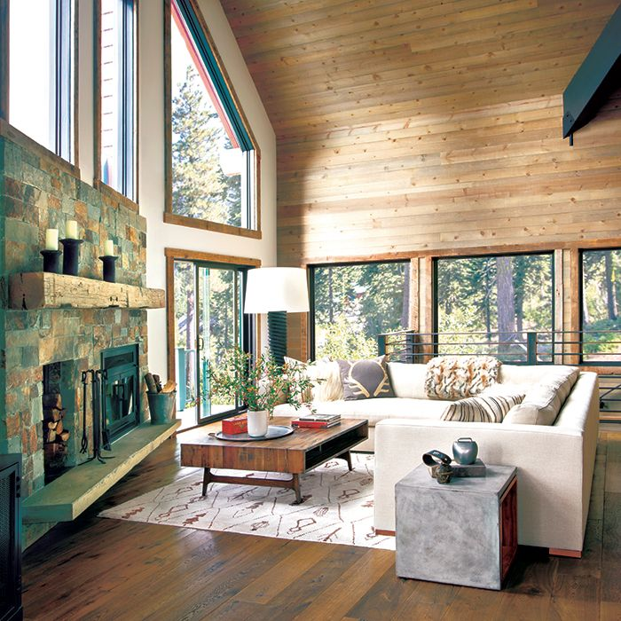 A Ski Cabin Makes A Backcountry Comeback Mountain Living Magasin Design D Interieur Volets Interieurs Interieur Maison