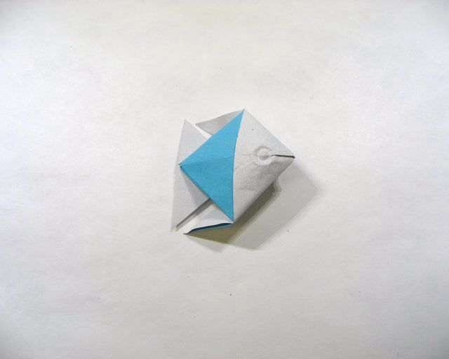 HOW TO FOLD A SIMPLE ORIGAMI FISH IN 30 SECONDS on Vimeo