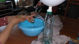 Ania mama Agnieszki: Eksperymen z wodą, balonem i butelką