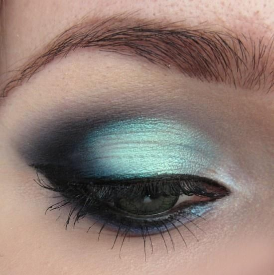 Frozen teal color eyes makeup