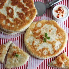 Przepis na chaczapuri z pieczarkami. Sprawdź nasze przepisy i smakowite historie. Pokazujemy, że pieczenie domowego pieczywa nie jest trudne.