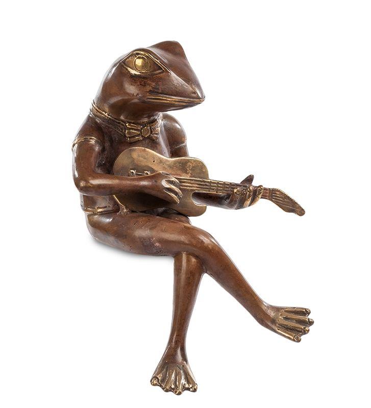 Фигурка «Лягушка с гитарой» 43-029 (бронза, о. Бали)   Бренд: Perunggu & Emas Nasional (Индонезия);    Страна производства: Индонезия;   Материал: Бронза;   Длина: 18 см;   Ширина: 22 см;   Высота: 28 см;   Вес: 1 кг;          #statuette #figurine #bronze #Indonesia #статуэтка #фигурка #бронза #Индонезия