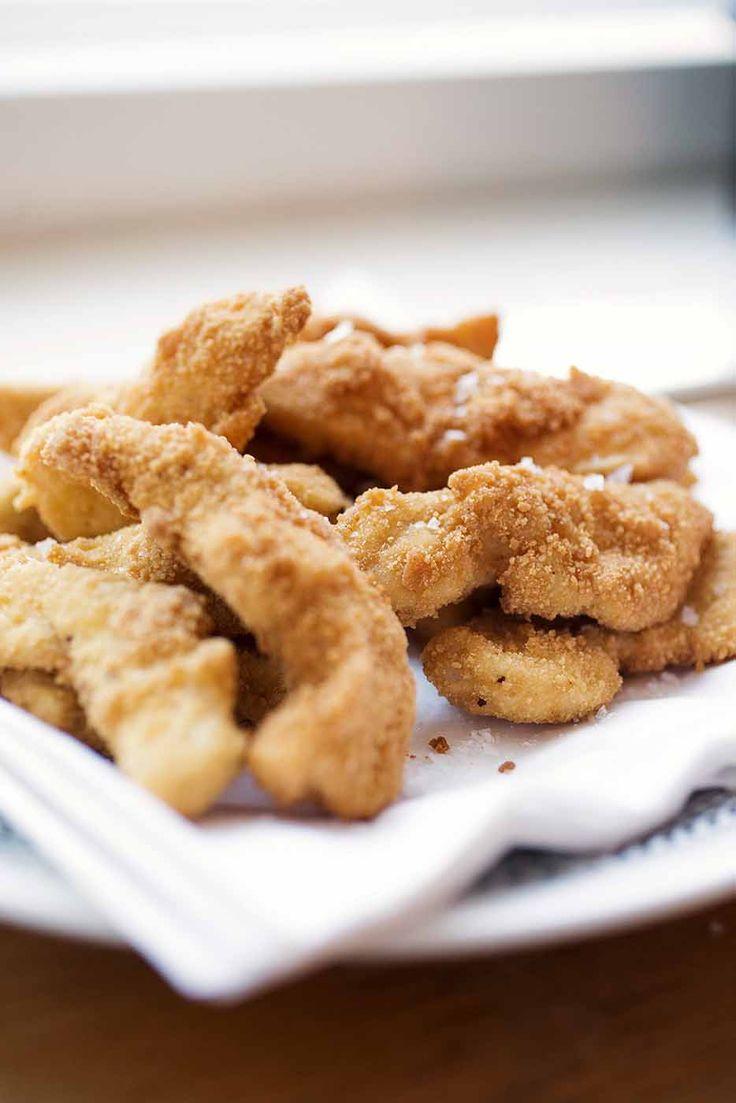 Paremmat kananugetit ovat täyttä ruokaa. Tee nugetit itse ja käytä lihana broilerin rintafileetä tai paistileikettä. Leivitä ja uppopaista. Koko perheen herkku on valmis!