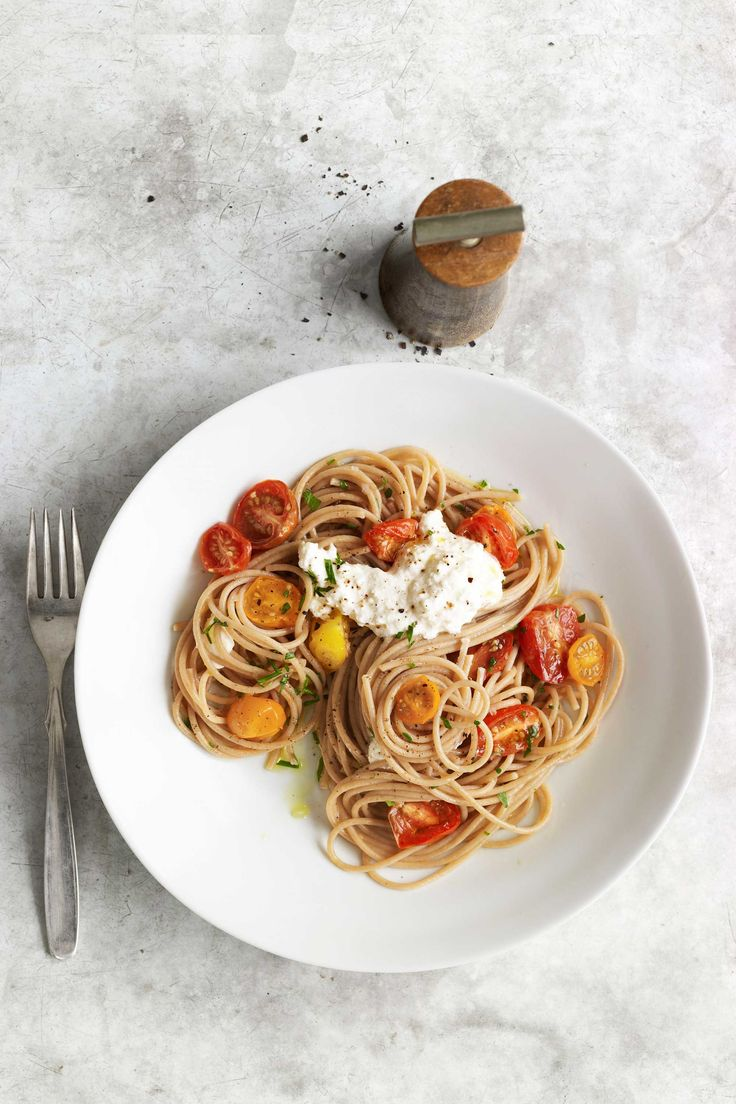 Whole-Wheat Spaghetti with Cherry Tomtoes