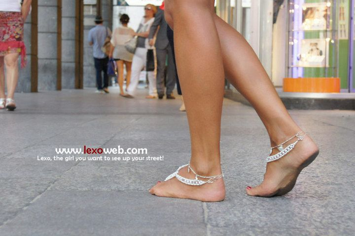 Barefoot in Milano, C.so Vittorio Emmanuele (http://lexoweb.com/Set129/gallery01.htm) Barefoot Sandals by Very Micky (http://www.pinterest.com/verymicky/footwear/)