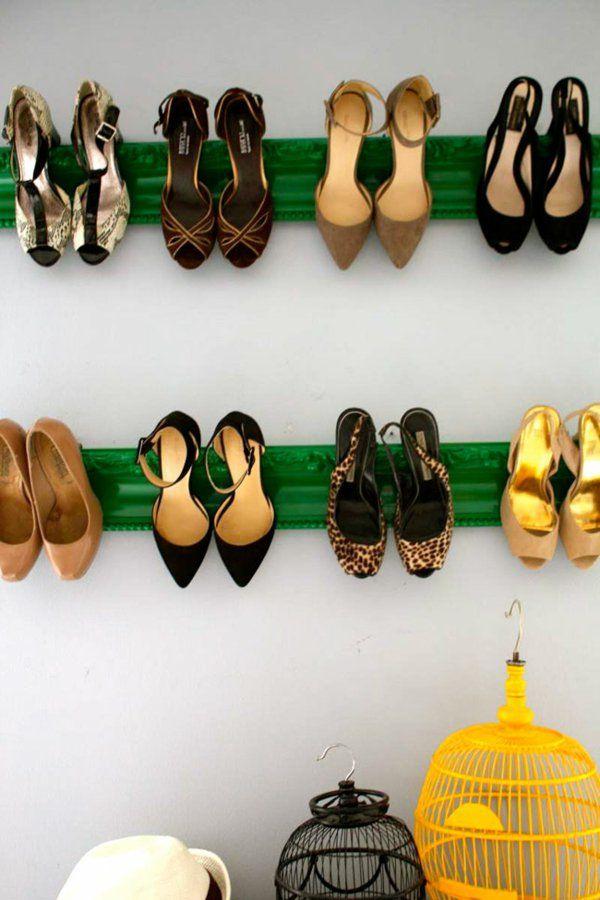 range chaussures mural-vintage