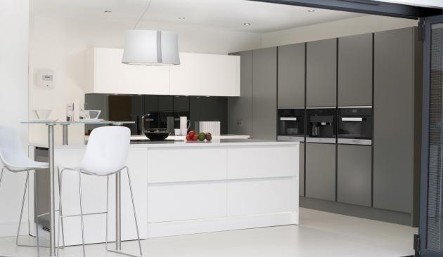 Pedini integra anthracite and matt white handle less for Kitchen design uckfield