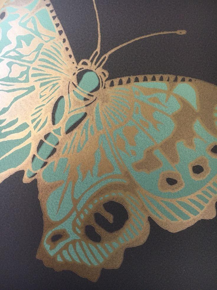 Cole&Son #Tapete Butterflies & Dragonflies Detail  #coleandson #Butterfly #Wallcovering #Dragonfly #blue #blau #türkis #gold #Einrichtung #luxury #Interieurlovers #designlovers #Rademann #Kiel #Raumausstatter #Teppich #verlegen #Dekorationsstoff #nähen #Möbelbezugsstoff #polstern #beziehen #Sonnenschutz #montieren
