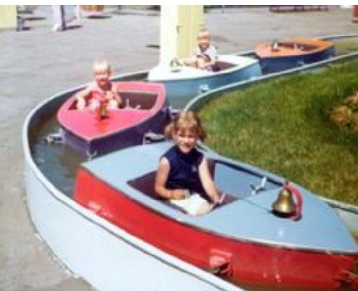oh my word. We loved these boats and we would wash our hands off in the water from the stickey from the cotton candy!!!