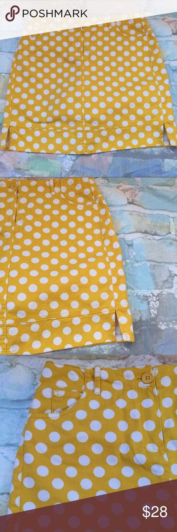 Larry Levine Skirt pant Beautiful and Fashion Skirt pant Yellow with white dots  ( have a short pant inside ) so u can jump everywhere with this Skirt 😂🙆🏻♀️ ,  pockets in the front & the back , size 4 , only have a little stain in one in the dots (last picture) Larry Levine Skirts Midi