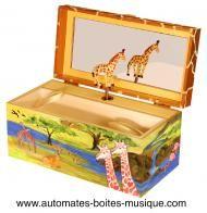 Boîtes à bijoux musicales à compartiments secrets Boîte à bijoux musicale Enchantmints : boîte à bijoux musicale avec girafes
