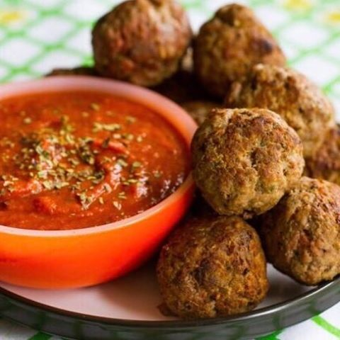 These herb meatballs aren't just mouth-watering, they're also healthy — and super simple to make. Join the Hub Club today and get a free 2-hour cookbook!