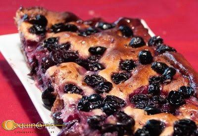 Una ricetta toscana tradizionale dell'inizio dell'autunno quando l'uva è matura e bastava poca pasta di pane per fare felici grandi e piccini. Suzien ci regala la sua versione, che ha sempre uno straordinario successo.