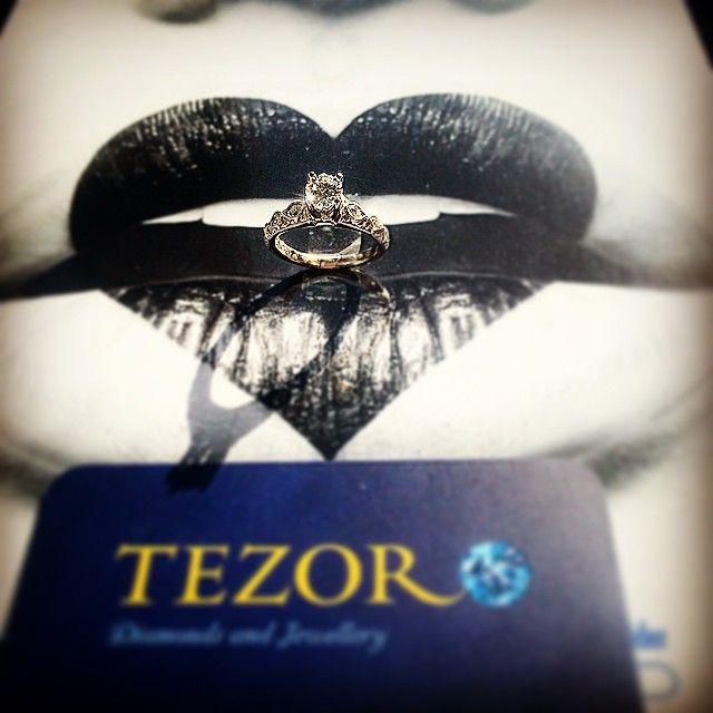 Tezoro jewellery 18K white gold diamond ring