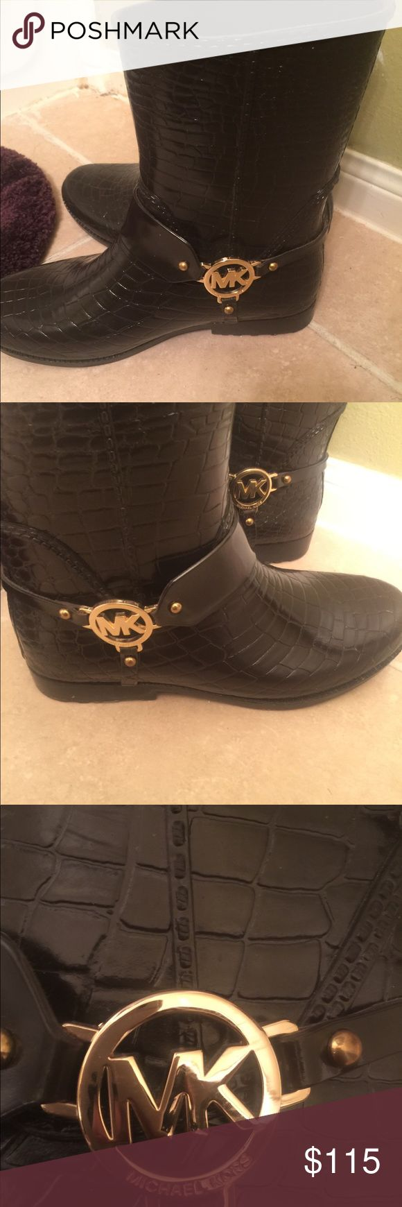 Micheal Kors Rain Boots Authentic MK raining boots !! Boots would make a good Christmas present . Perfect boots for the winter time Michael Kors Shoes Winter & Rain Boots