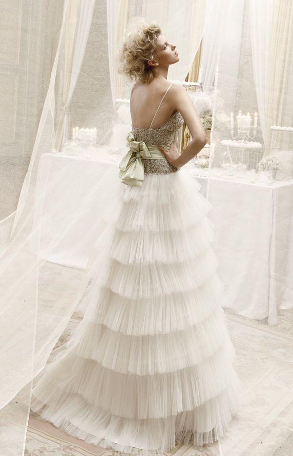 Outro modelo original desta tendência em vestidos de noiva plissados