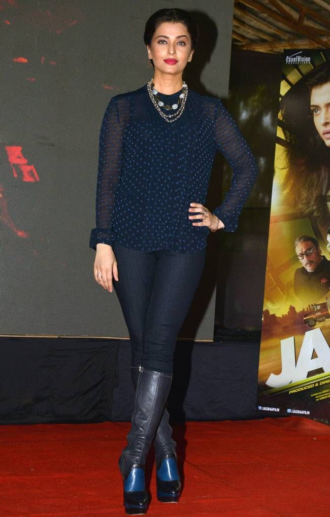 Aishwarya Rai Bachchan promotes #Jazbaa at Mithibai college festival. #Bollywood #Fashion #Style #Beauty #Hot