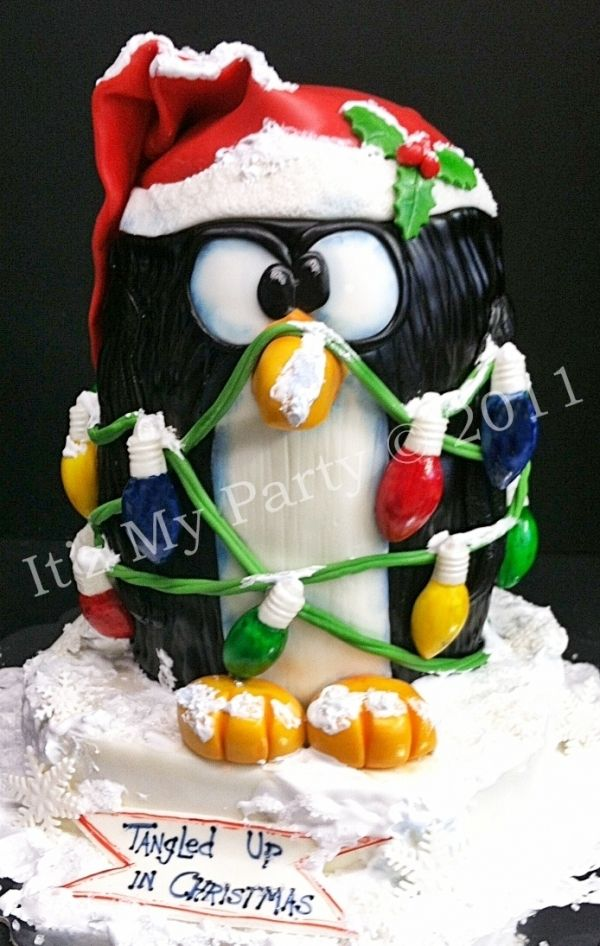 Christmas Penguin Cake...when I first saw the picture, I thought it was a ceramic cookie jar! Amazing!