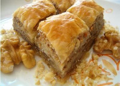 Posna baklava recept sa orasima se lako priprema i omiljen je za vreme posta kao i tokom cele godine.Postoji nekoliko nacina kako se pravi baklava ?