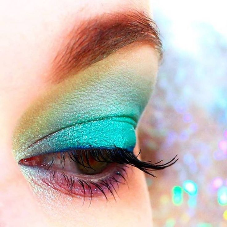 Dare with color like @alenaveredina & create a bold, bright #KikoMilano #eyelook this #Summer! Snap a #selfie & show us yours, #Kikotrendsetters 🌈