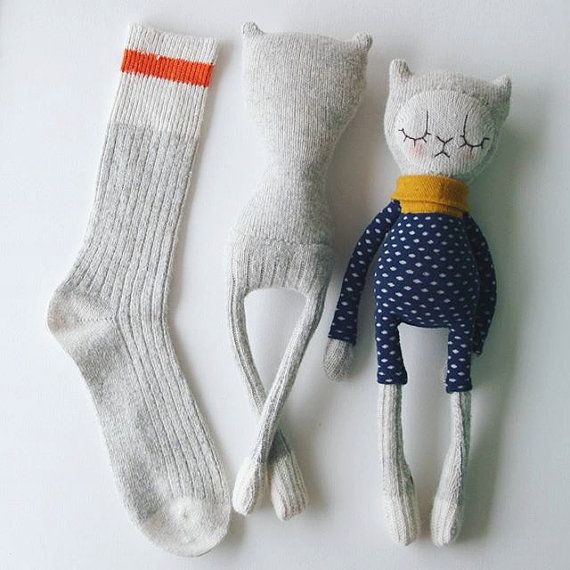 Sock Cat Kitten Doll Toy mit abnehmbarem Rock und Strick   – Inspiration dolls