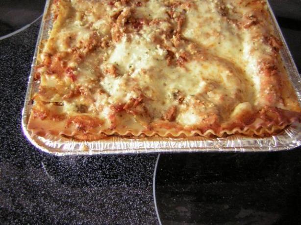 Ground Turkey Lasagna (549 calories for 1/8 of a 9x13 pan)