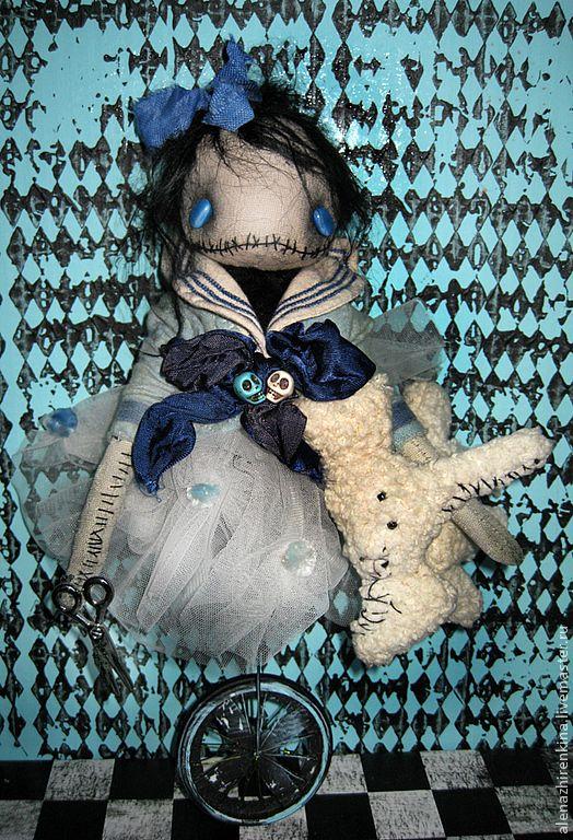 Купить Мамзель Фрикасе На Одном Колесе - голубой, фрик, цирк, морячка, матроска, страшилка